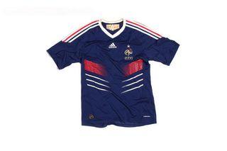 Le-nouveau-maillot-des-bleus-est-de-sortie_39761_5758